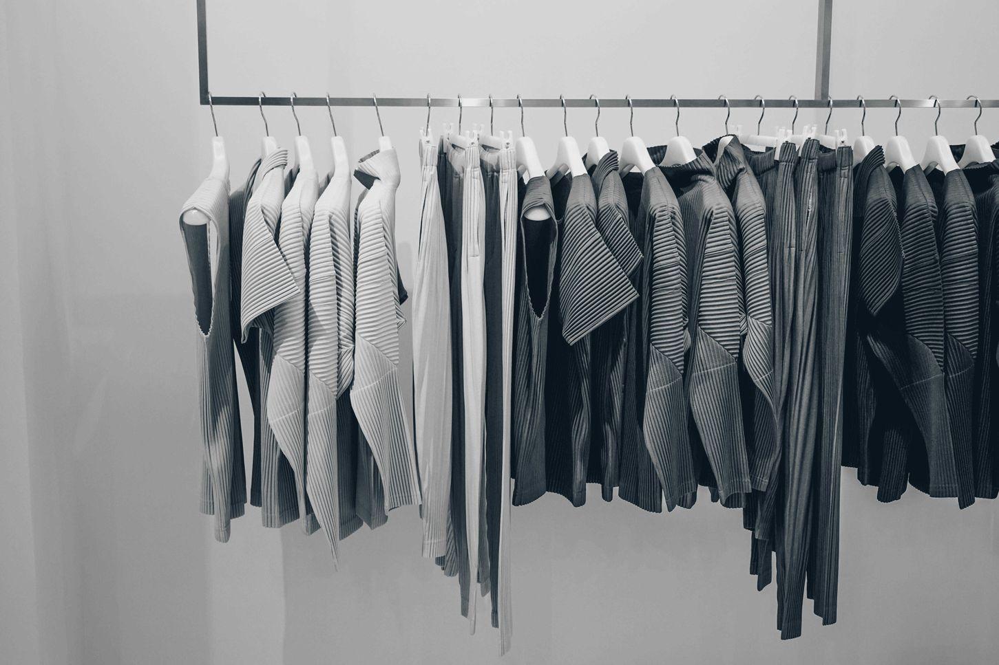 Grijze kleding